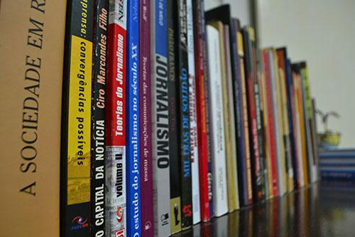 Escolas só compram livros revisados de acordo com novas regras da Língua Portuguesa
