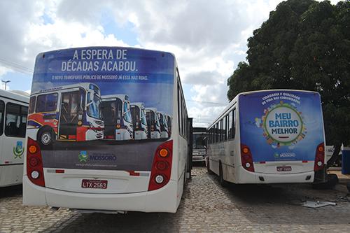"""Ocimar Transportes cobra pagamento de dois meses do chamado """"busdoor"""""""