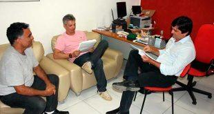 Vereadores analisam o projeto que altera a organização administrativa do município