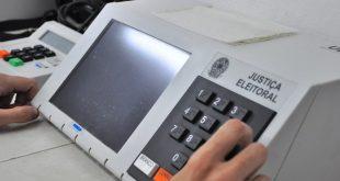 PEC abre espaço para que os candidatos às eleições deste ano, que exercem mandatos de deputados ou vereadores, mudem de legenda.