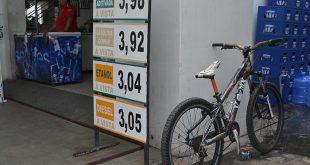 Com gasolina próximo aos R$ 4, consumidores falam em adotar bicicleta como transporte (Foto: Cacau).