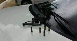 Arma foi apreendida pela polícia (Foto: Blog Fim da Linha).