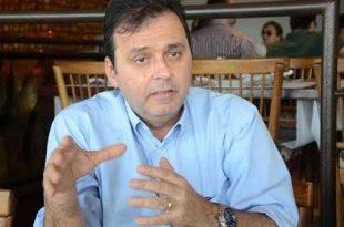 Prefeito Carlos Eduardo Alves acusado de descumprir acordo assumido com servidores