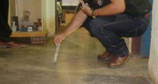 Polícia encontrou saco com 30 pedras de crack na cueca da vítima (Foto: Blog Fim da Linha).