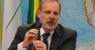 Ministro Armando Monteiro participa da mobilização contra o mosquito