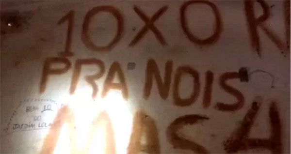 Placar escrito na parede se refere aos 10 presos que fugiram da unidade esta semana (Foto: GOE).