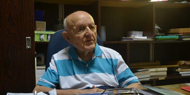 Padre Sátiro Cavalcante lembra da trajetória da instituição (Foto: Cacau).