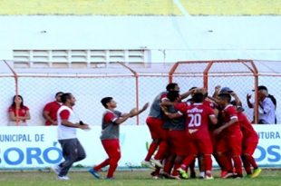 Potiguar comemora o gol da liderança. (Foto: Marcelo Diaz/ACDP).