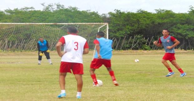 Alvirrubro treina forte para surpreender o ASSU fora de casa. (Foto: Marcelo Diaz/ACDP).