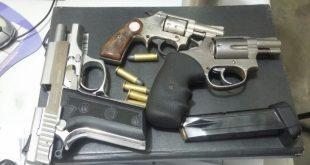 Armas apreendidas com suspeitos (Foto: Passando na Hora)