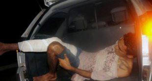 Mesmo algemado, Josemberg Alves de Melo, conseguiu abrir a mala da viatura e fugiu (Foto: Blog Fim da Linha).