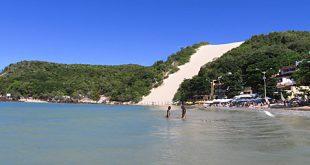 Parte de Ponta Negra, principal praia de Natal, está imprópria para banho