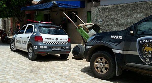 Polícia isola o local da ocorrência até a chagada de equipe do Itep de Natal (Foto: Mossoró Notícias).