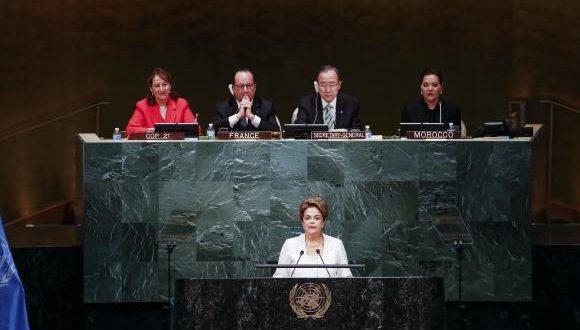Presidente Dilma Rousseff durante sessão de abertura da cerimônia de assinatura do acordo de Paris, na sede da ONU, em Nova YorkRoberto Stuckert Filho/PR
