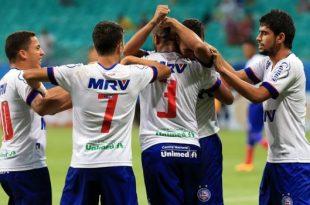 Jogadores do Bahia comemoram gol e classificação. (Foto: gazetaesportiva.com).