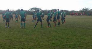 Jogadores do tricolor se agarram as última chances. (Foto: Yham Victor/ACECB).
