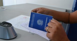 Espera na fila pelo documento pode levar mais de um mês (Foto: Cacau).