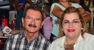 Patrício Júnior, ao lado da esposa Olga Fernandes, prefeita de Martins.