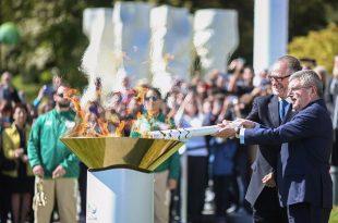 Símbolo maior da olimpíada foi recebida em Brasília e passará por cerca de 300 municípios brasileiros