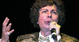 """O cantor Cauby Peixoto foi um dos grandes nomes da chamada """"era de ouro do rádio"""" no Brasil (Foto: Agência Brasil)."""