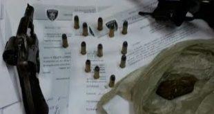 Material apreendido com Cauê Martins, no momento da prisão