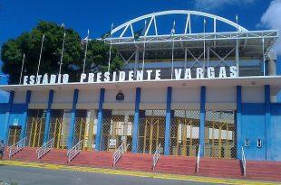 Confronto no Estádio Presidente Vargas, palco de show religioso. (Foto: www.verminososporfutebol.com.br).