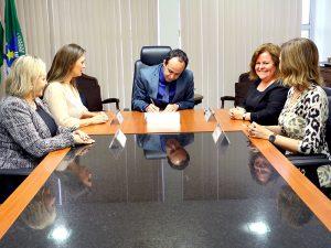 Governdor em exercício, Fábio Dantas, sanciona lei instituindo Mês da Mulher