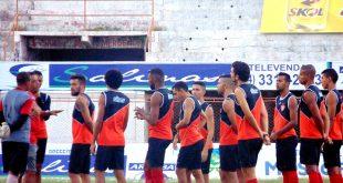 Time ainda realizou um treino antes da viagem para Pernambuco. (Foto: Marcelo Diaz/ACDP).