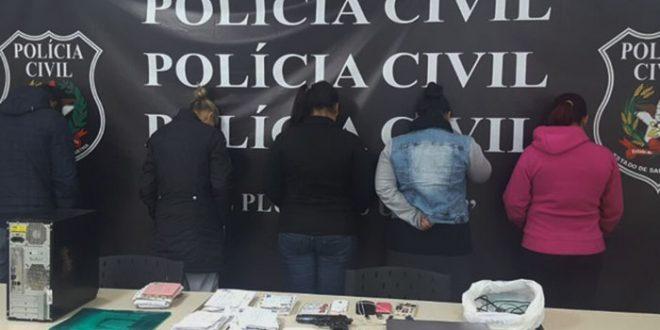 Duas mulheres foram presas, no bairro Alto de São Manoel, acusadas de facilitar a comunicação entre traficantes de SC e do RN (Foto: Divulgação)