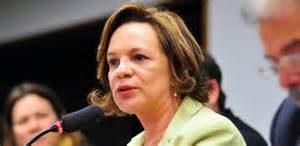 Secretária Fátima Pelaes