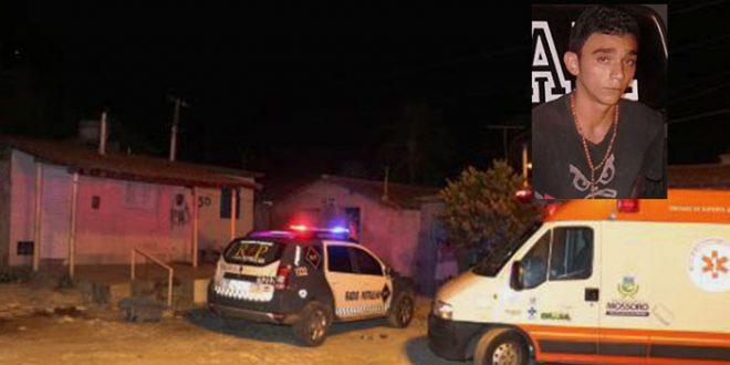 Kaio Arthur Dias Ferreira foi assassinado com tiros de pistola ponto 40 e escopeta calibre 12 (foto: O Câmera).