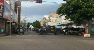 Rua Coronel Gurgel, no Centro, foi interditada pela Força Nacional (Foto: Redes Sociais).