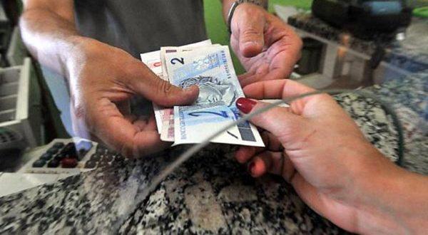 Bancos costumavam substituir as cédulas, mas o prazo de troca dependia da relação da instituição com o cliente (Foto: Agência Brasil).