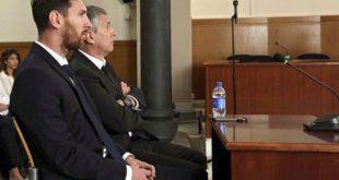 O jogador argentino do Barcelona Leonel Messi e seu pai Jorge Horacio Messi, durante uma audiência em tribunal espanhol, no dia 2 de junho (Foto: Alberto Estevez/Pool/Agência Lusa).