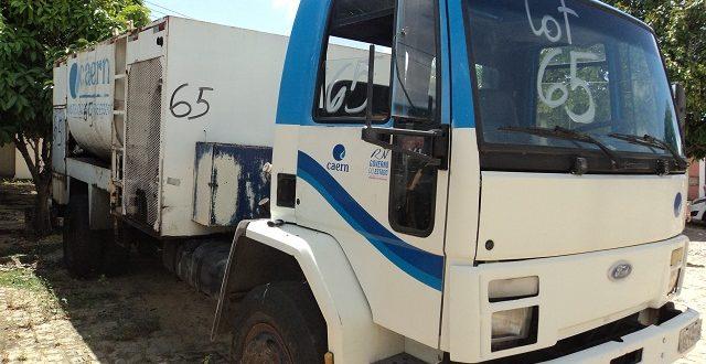 Entre os lotes estão caminhões, carros e motocicletas usados pela Companhia (Foto: Divulgação Caern).