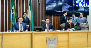 A votação desta terça-feira contou com a participação de 18 deputados, dos quais 16 votaram a favor da convocação e 2 foram contra.
