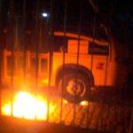 Criminosos ateiam fogo em ônibus escolar em Mossoró; Atentados se ocorreram em nove cidades do RN