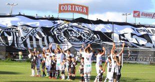 Jogadores do ASA comemoram bom resultado em casa. (Foto: asa-arapiraca.com.br).