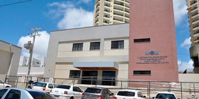A opinião emitida pelos  professores pais e alunos sobre a educação  brasileira 9