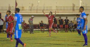 Tiago Barreiros comemora mais um gol com a camisa do Time Macho. (Foto: Marcelo Diaz/ACDP).