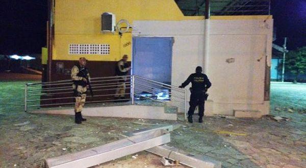 Ainda não foi divulgado quanto os criminosos levaram do banco (Foto: Divulgação PM)