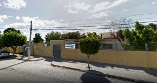 O juiz constatou a necessidade de ampla reforma na estrutura da quadra escola, além de iminente risco para as pessoas que frequentam o local (Foto: Google Street View).