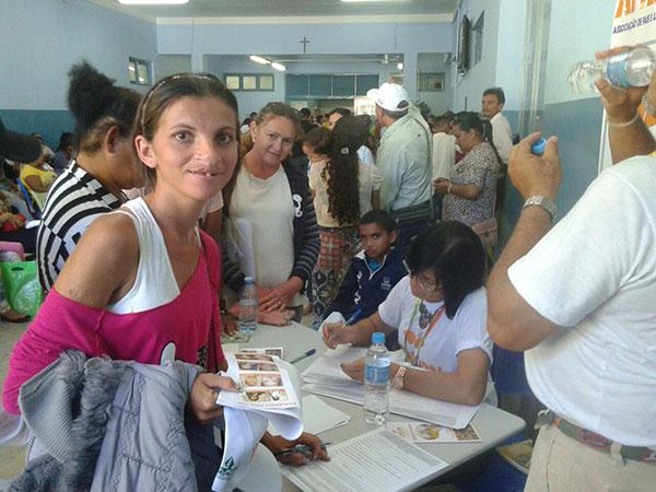 Pessoas com lábio leporino e fenda palatina lotaram o setor de triagem no Centro Clínico (Foto: Luciano Lellys).