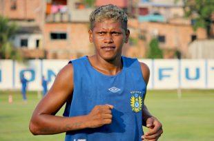 Zagueiro Índio sempre mostrou muito vigor físico em campo. (Foto: Paulo Rogério).