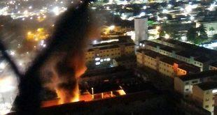 Bandidos também incendiaram veículos no anexo da Secretaria de Mobilidade Urbana de Natal (Foto: Divulgação PM)