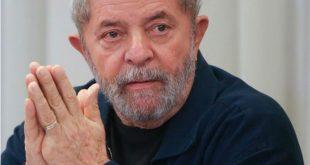 """A defesa de Lula, divulgou um posicionamento no qual afirma que Lula tem sido vítima de """"clara perseguição pessoal e política""""."""