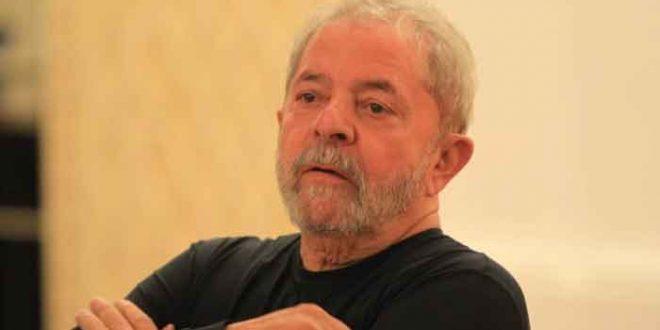 O ex-presidente Lula agora é réu na Justiça Federal por corrupção passiva e lavagem de dinheiro, juntamente com a ex-primeira dama Marisa Letícia, e será julgado pelo juiz Sérgio Moro
