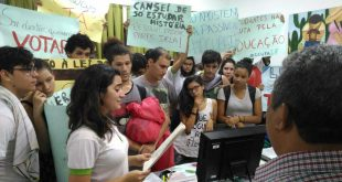 Discentes reivindicam o arquivamento da PEC-241, PLP-257, Projeto Escola Sem Partido(lei da mordaça) a Reforma do Ensino Médio - Foto: Deivison Mendes