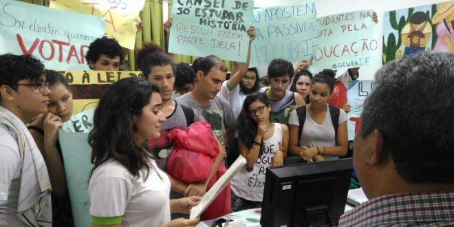 Estudantes ocupam gabinete da Direção Geral do IFRN em Mossoró por tempo indeterminado