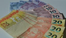 Consumidor gasta mais dinheiro ao pagar juros do cheque especial (Foto: Marcello Casal/Agencia Brasil)
